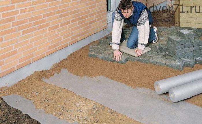 Зачем нужен геотекстиль под тротуарную плитку